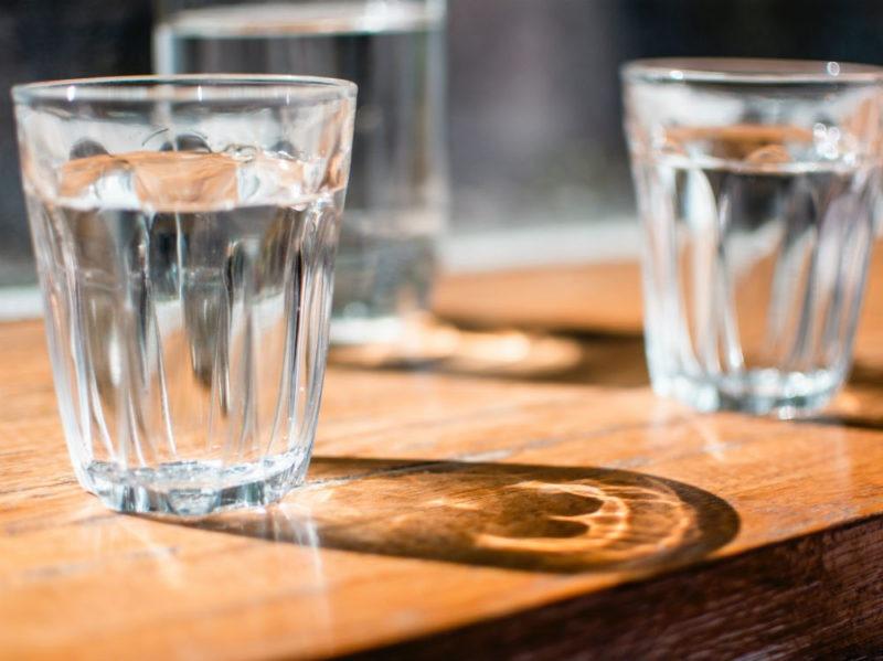 acqua bicchieri