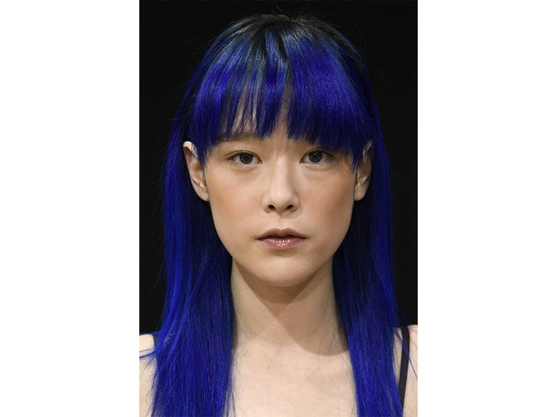 beauty look classic-blue-pantone-2020-trucco-blu-make-up-idee-da-copiare-1