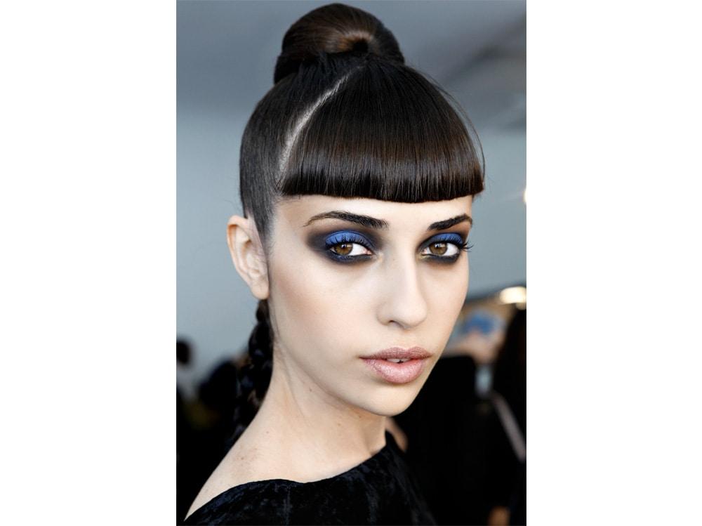 beauty-look-classic-blue-pantone-2020-trucco-blu-make-up-idee-da-copiare-3