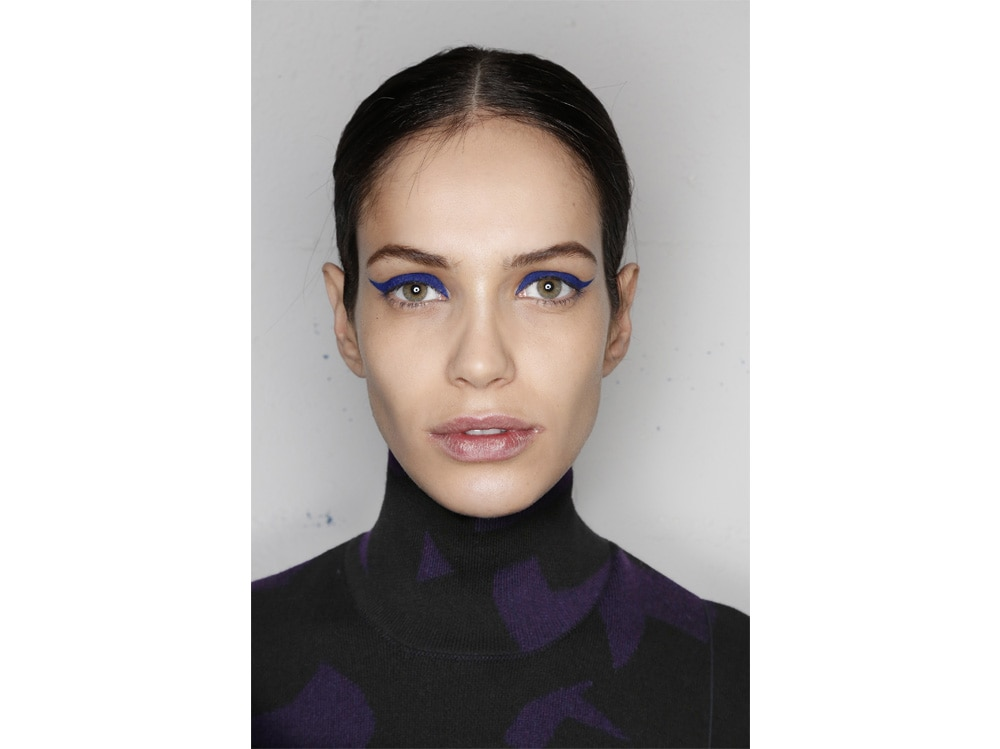 beauty-look-classic-blue-pantone-2020-trucco-blu-make-up-idee-da-copiare-4
