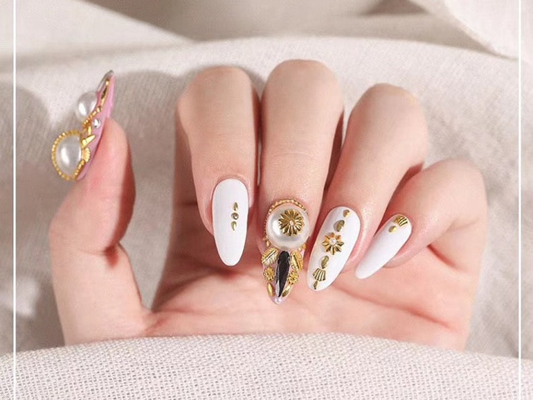 gold-metal-nail-art-cover-mobile