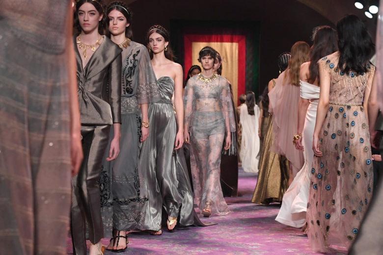 Dior: la sfilata Haute Couture per la primavera-estate 2020 è un inno alla femminilità
