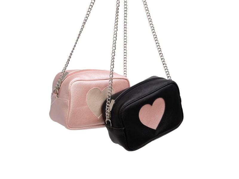 Pochette-in-ecopelle-saffiano-con-cuore-O-BAG