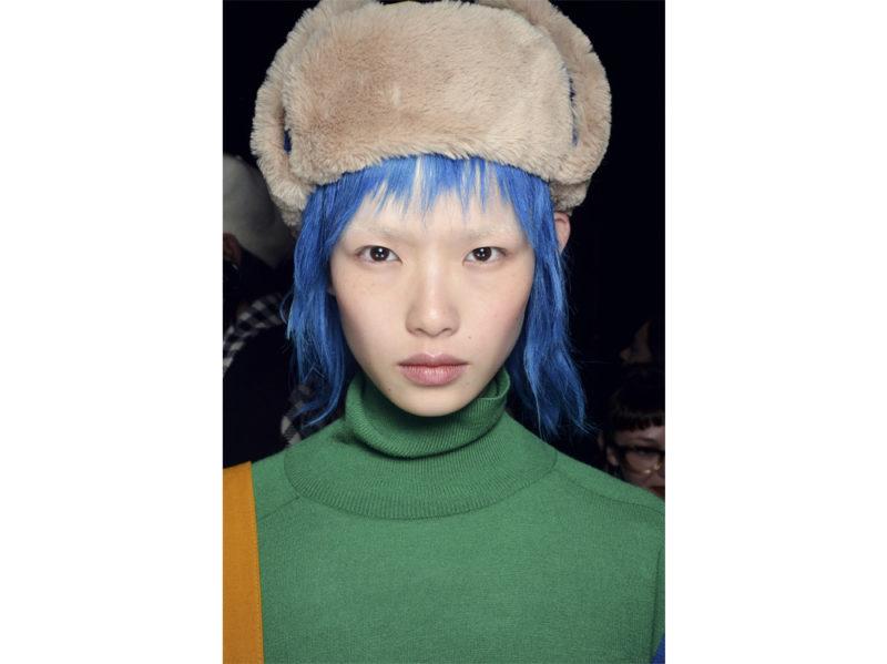 classic-blue-hair-capelli-blu-pantone-2020-tendenze-colore-tinta-01