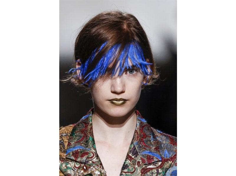 classic-blue-hair-capelli-blu-pantone-2020-tendenze-colore-tinta-02