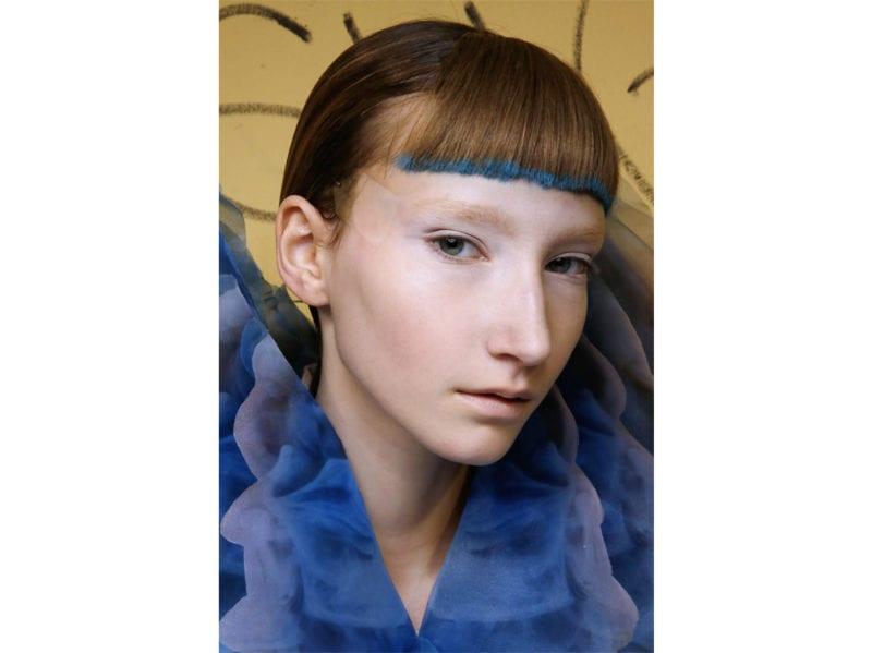 classic-blue-hair-capelli-blu-pantone-2020-tendenze-colore-tinta-03