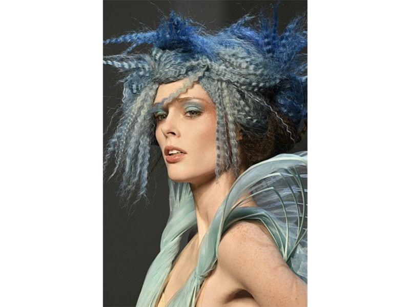 classic-blue-hair-capelli-blu-pantone-2020-tendenze-colore-tinta-04