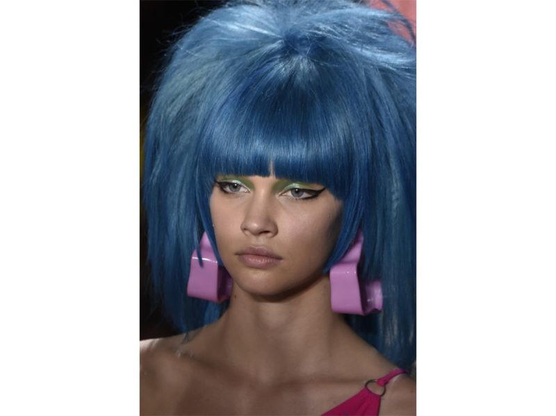 classic-blue-hair-capelli-blu-pantone-2020-tendenze-colore-tinta-05