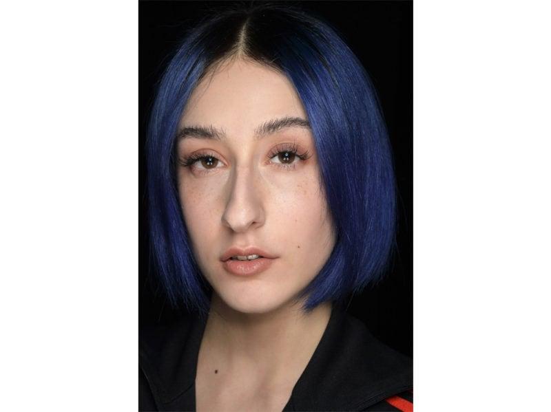 classic-blue-hair-capelli-blu-pantone-2020-tendenze-colore-tinta-06