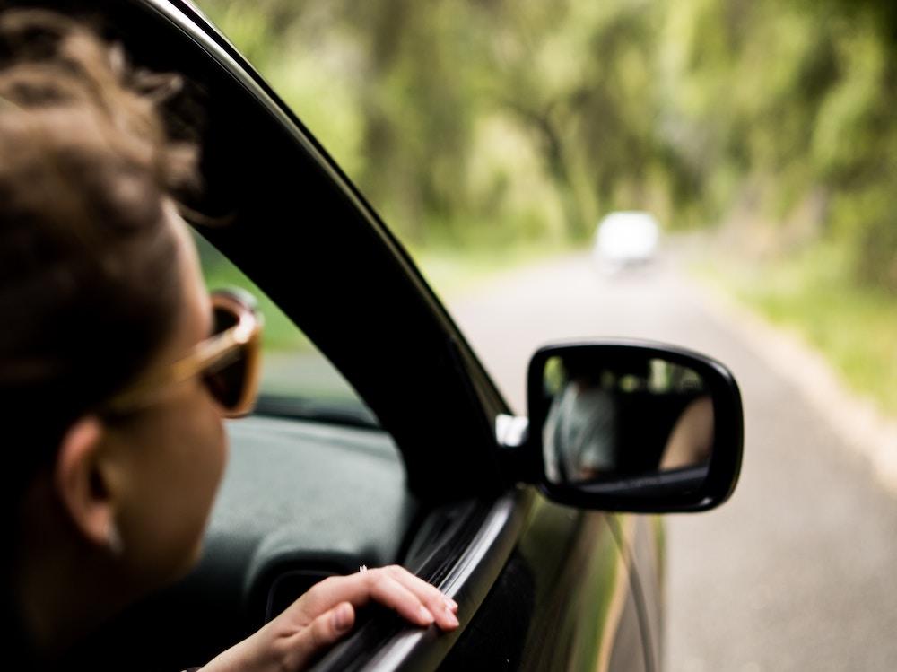 oh the road ragazza finestrino viaggio