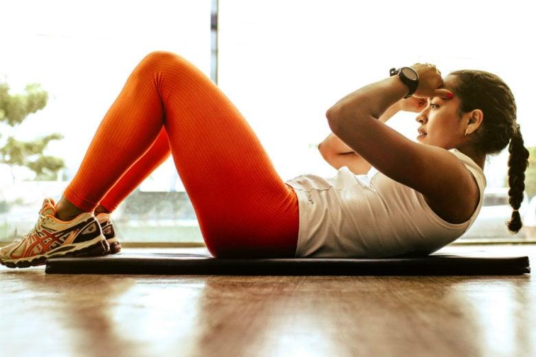 Pancia piatta: 6 esercizi da fare tutti i giorni per vedere i risultati in un mese
