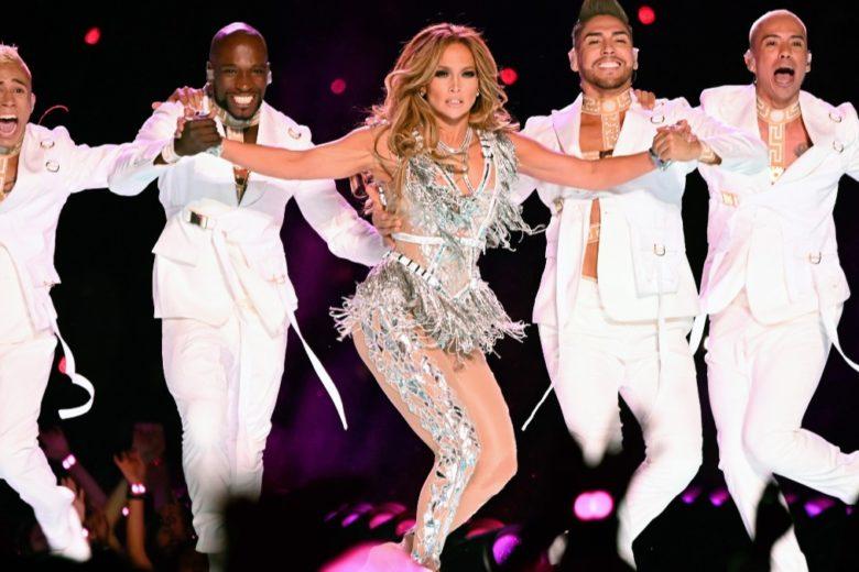Jennifer Lopez lancia una challenge di ballo su TikTok: ci proviamo?