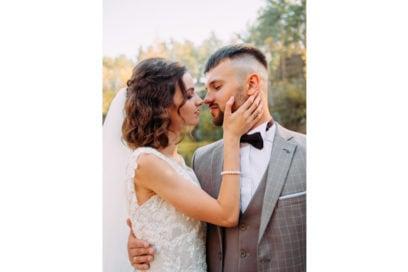 acconciature-sposa-2020-capelli-medi-02