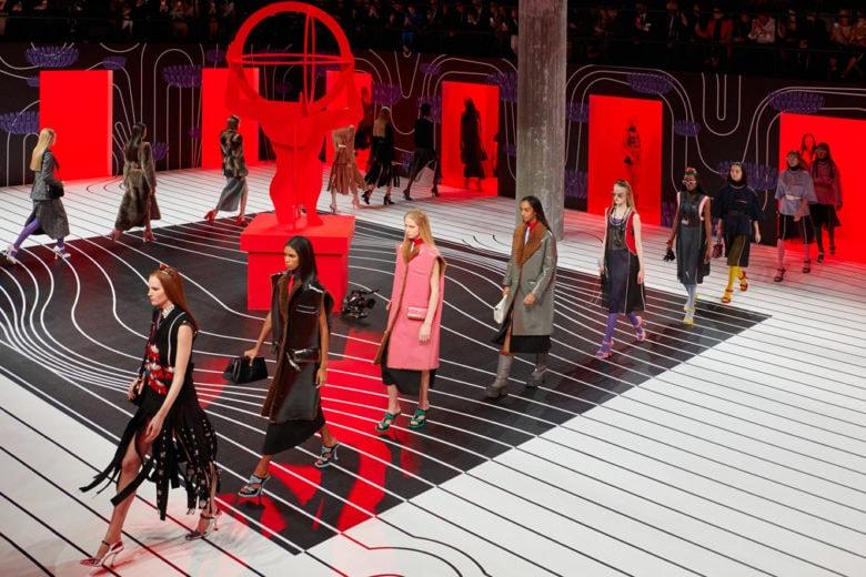 Prada: la sfilata Autunno Inverno 2020 è un inno alla forza delle donne