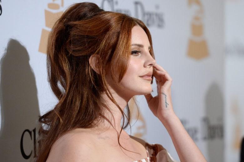 Lana Del Rey capelli: le acconciature più belle della cantante
