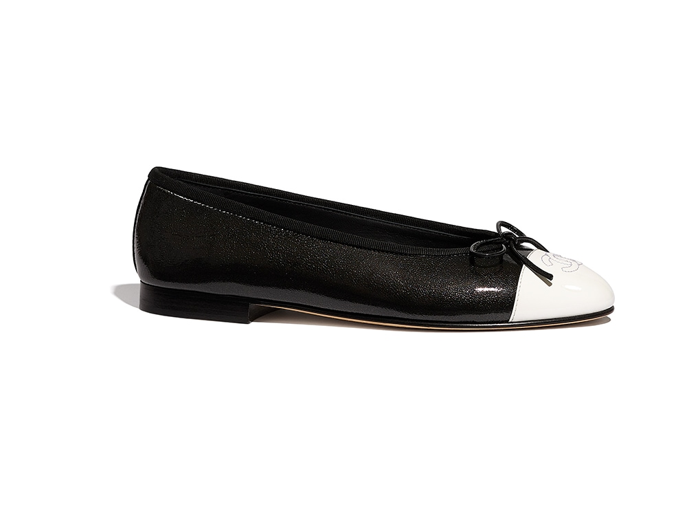 01_Ballerinas_in_black_shiny_leather_and_white_patent_leather_G02819_Y53816_C0229_HD