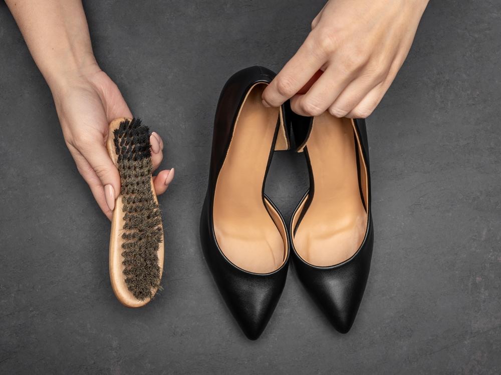 1_scarpe-pulizia-shutterstock
