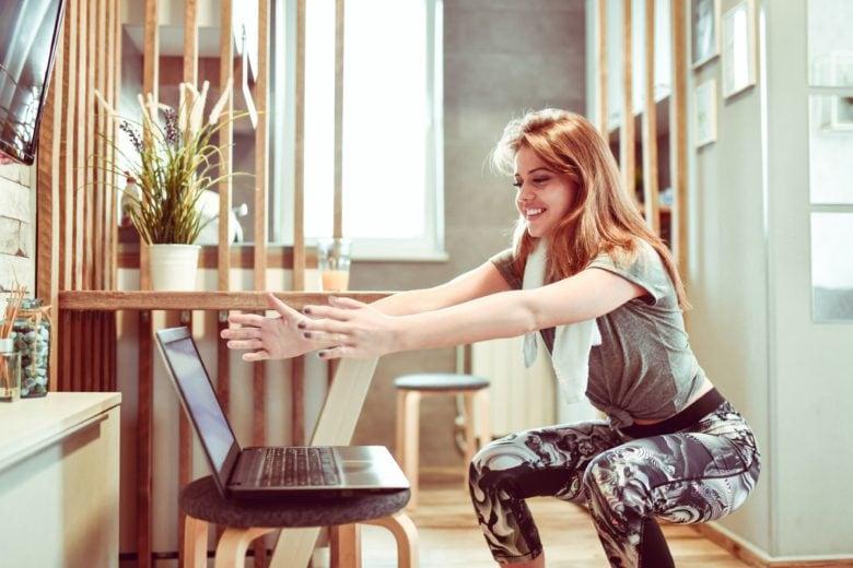7 esercizi da fare a casa per chi non ha tempo (o voglia) di allenarsi ma vuole restare in forma