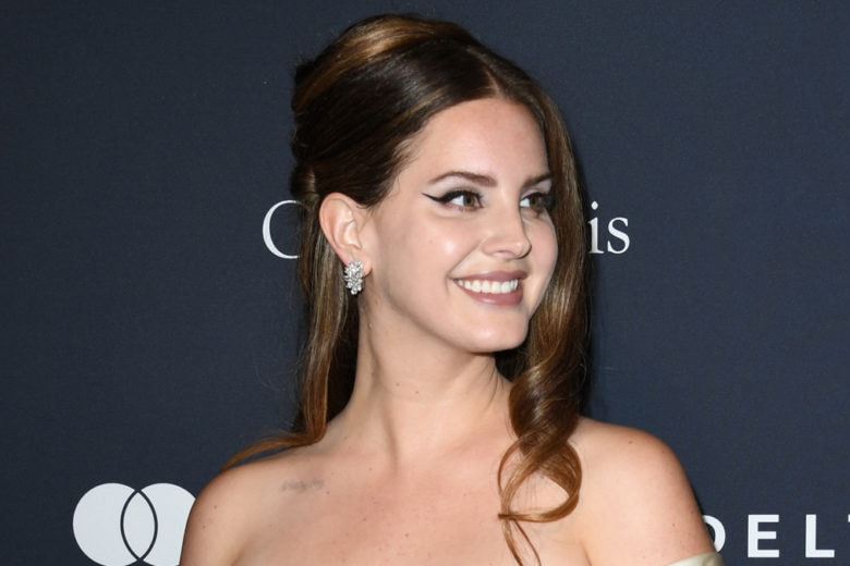 Lana Del Rey: copia il make up vintage con eyeliner e rossetto nude