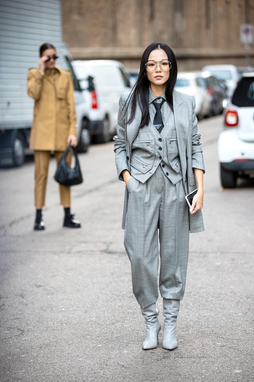 panta stivalicompleto grigio