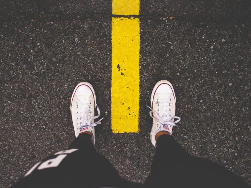 08-sneakers-asfalto