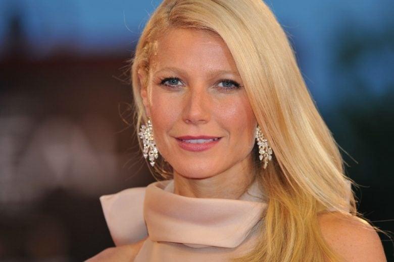 Gwyneth Paltrow mette all'asta un vestito degli Oscar (e un bicchiere di vino con lei)