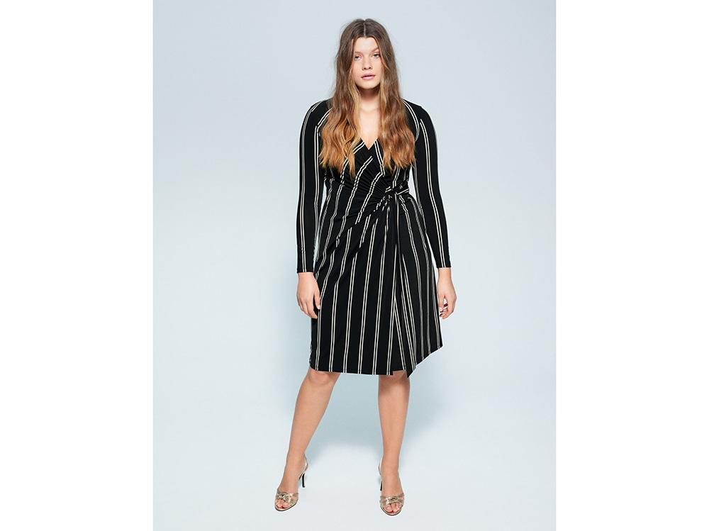 Ovale_Wrap-dress-righe-verticali_Violeta-by-Mango