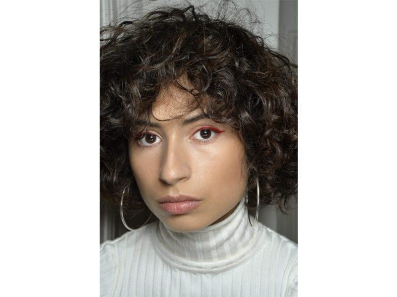 acconciature-capelli-ricci-media-lunghezza-01