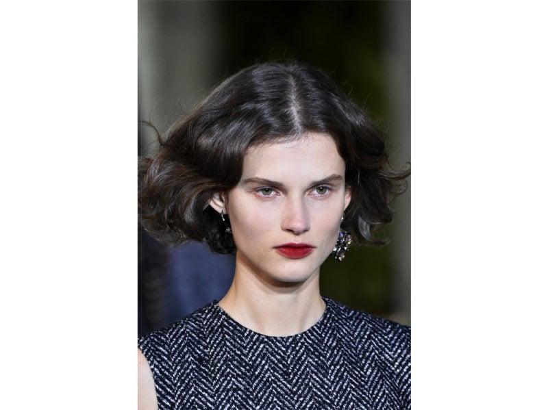 acconciature-capelli-ricci-media-lunghezza-02