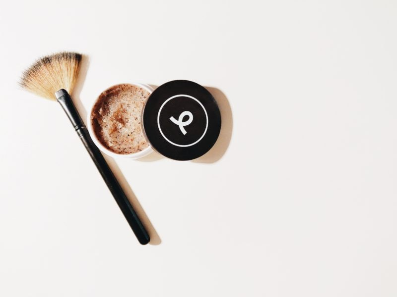 brown-and-black-make-up-brush-1499512