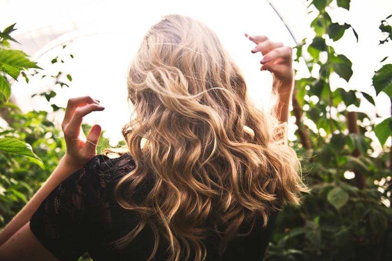 Come far crescere i capelli: gli integratori giusti da scegliere