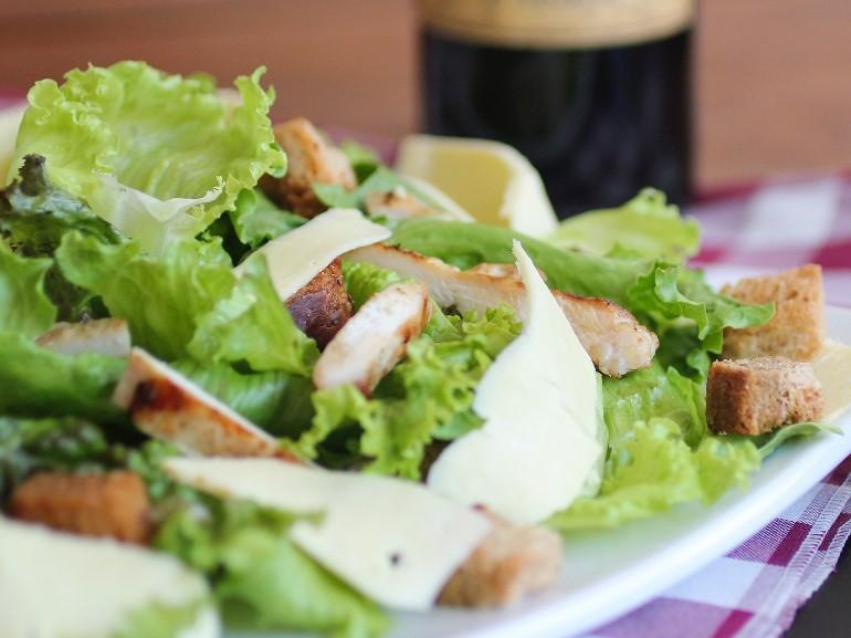 insalata pollo piatto