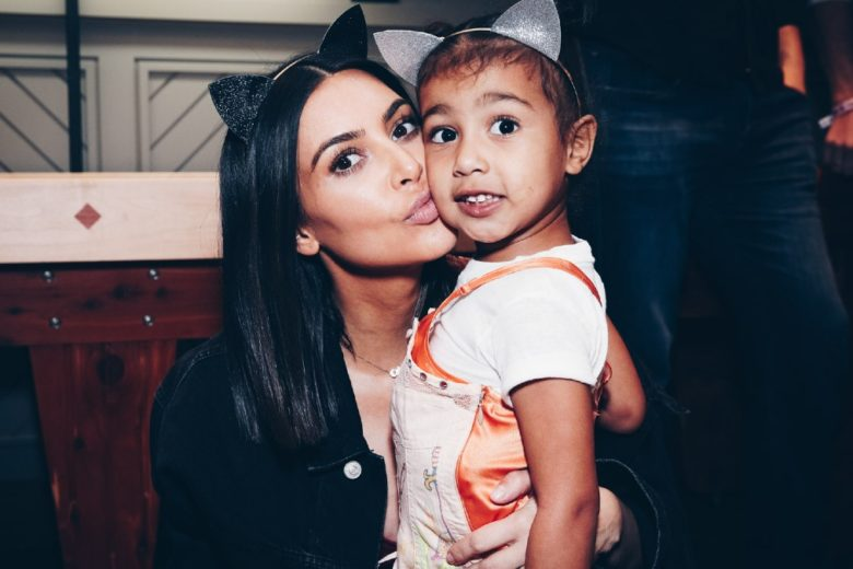 Kim Kardashian in quarantena con 4 figli abbandona l'idea di averne un quinto