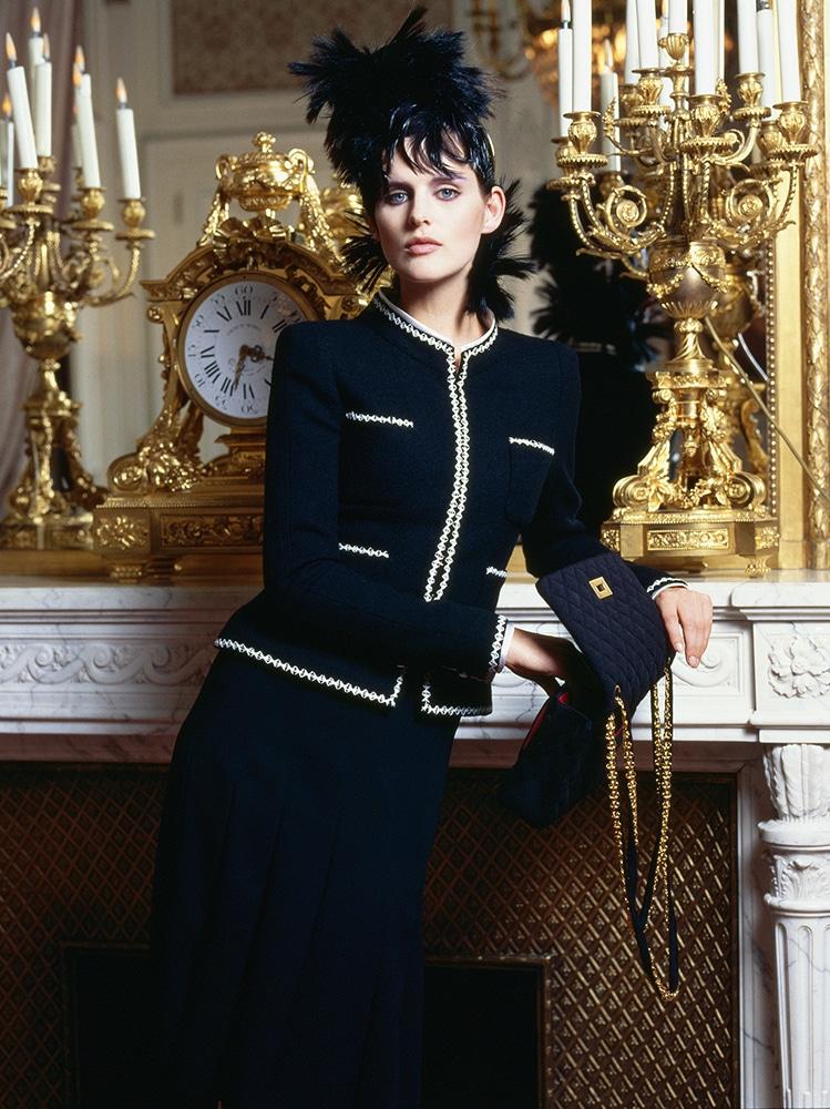 Stella Tennant portant une veste en tweed en 1996�Karl Lagerfeld CHANEL_LD