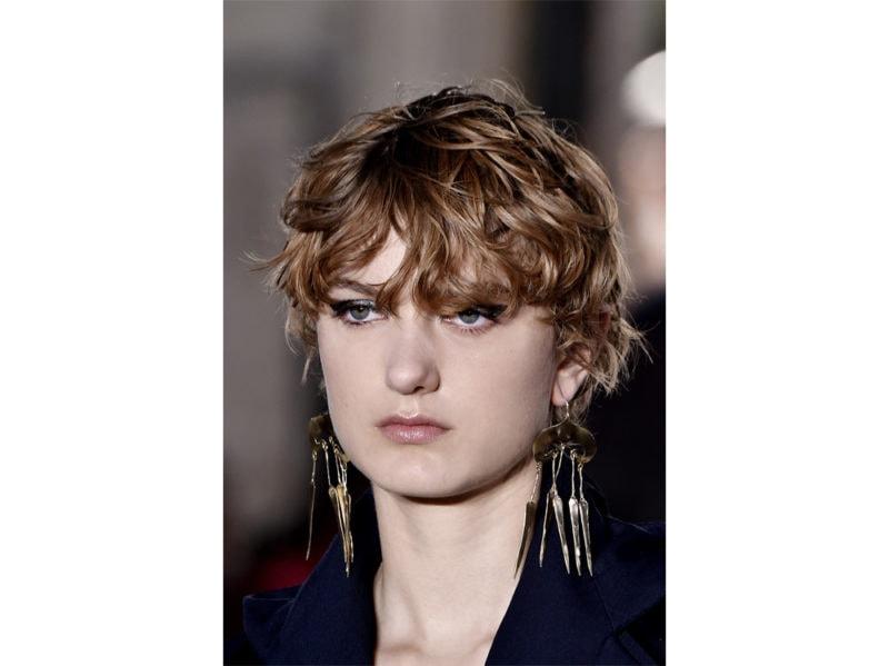 capelli-corti-mossi-scalati-2020-01