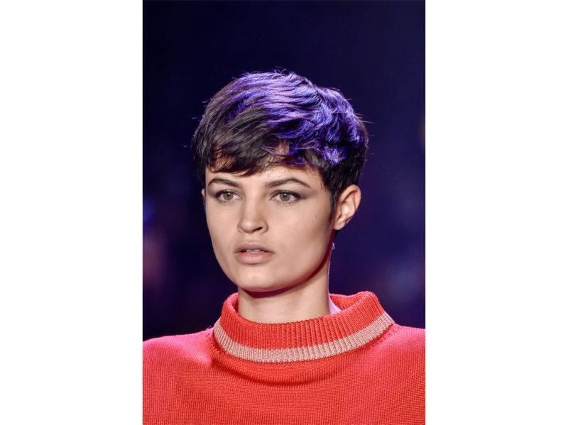 capelli-corti-mossi-scalati-2020-02