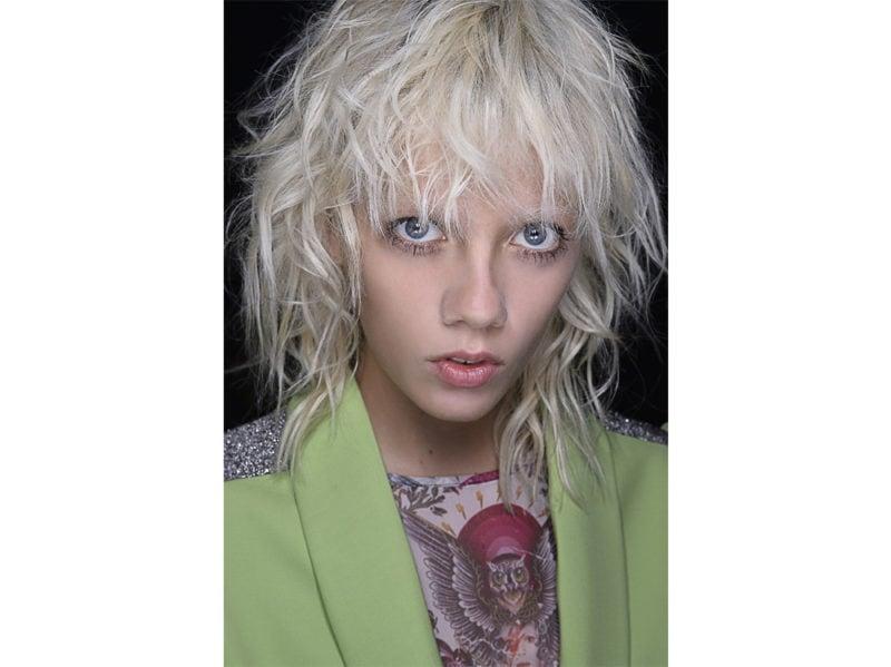 capelli-corti-mossi-scalati-2020-04