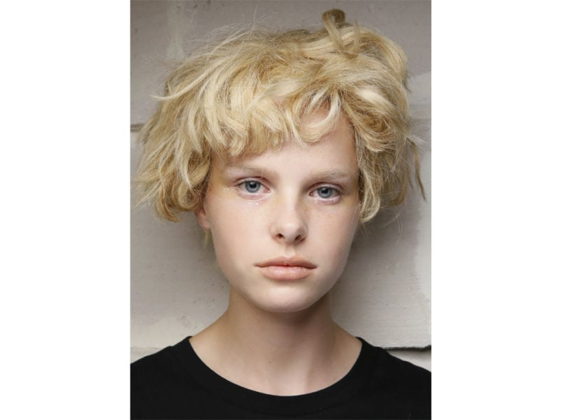 capelli-corti-mossi-spettinati-2020-01