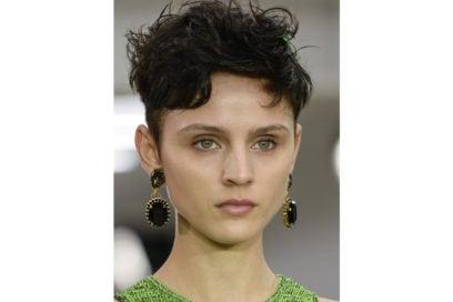 capelli-corti-mossi-spettinati-2020-04