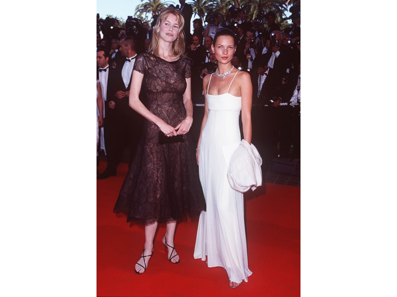 claudia-schiffer-kate-moss-cannes