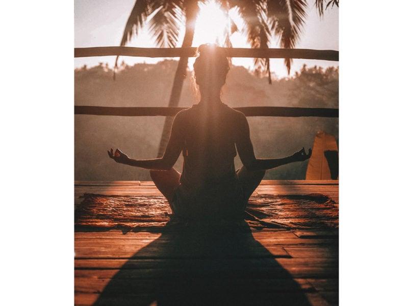 04-donna-medita