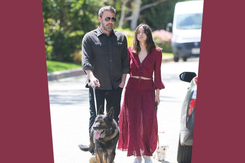 L'outfit stiloso della nuova Bond Girl Ana de Armas (a spasso con Ben Affleck e i loro cagnolini)