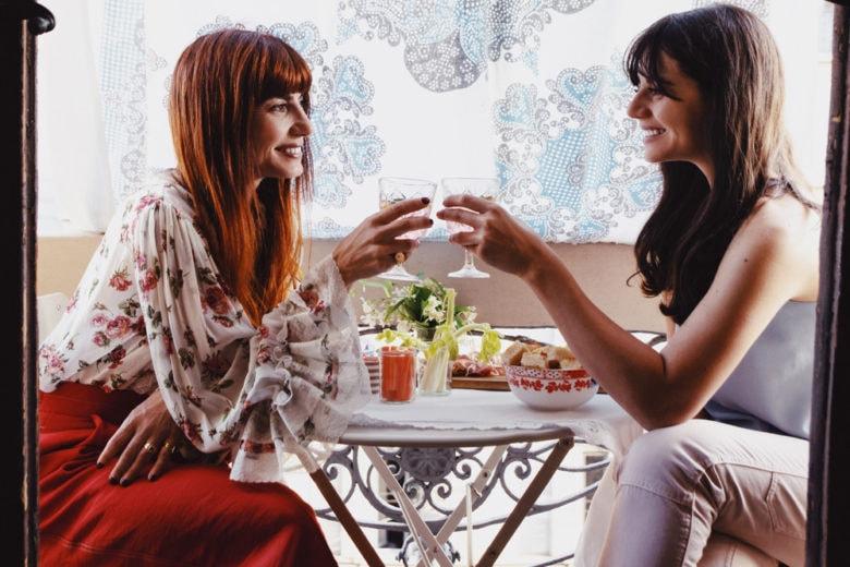 Come organizzare un perfetto aperitivo sul balcone (a distanza di sicurezza)