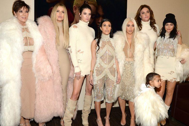 Una delle sorelle Kardashian tiene il cibo in frigo in ordine di colore: indovinate chi