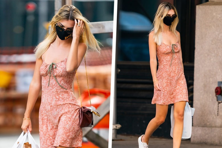 Minidress e sneakers bianche: ecco la divisa fashion di Emily Ratajkowski (anche in versione blonde)