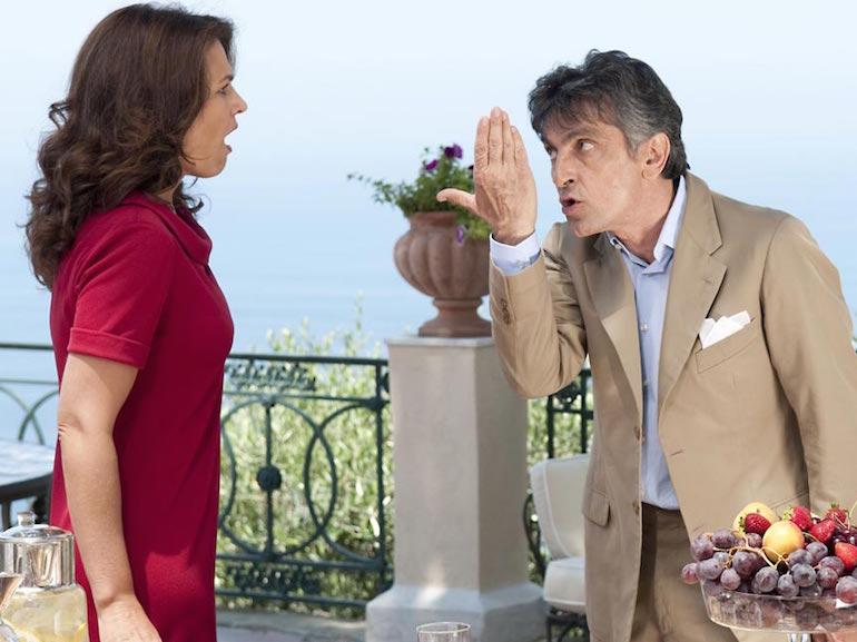 Vincenzo Salemme abito beige