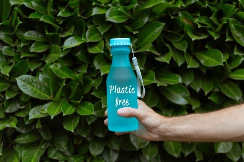 5 modi (facili e pratici) per ridurre l'uso della plastica nella vita di tutti i giorni