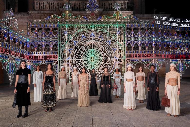 Dior: la sfilata Cruise 2021 a Lecce tra savoir-faire, musica e danza