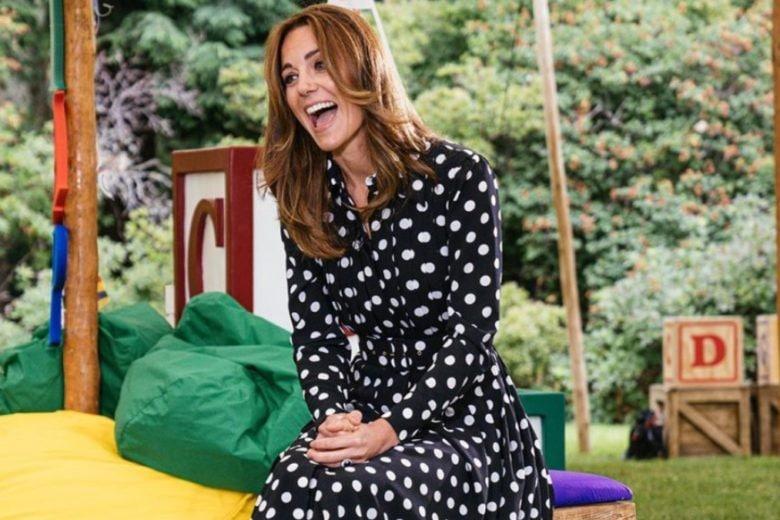 Kate Middleton (ri)sfodera la  stampa a pois: ecco come copiarle il look
