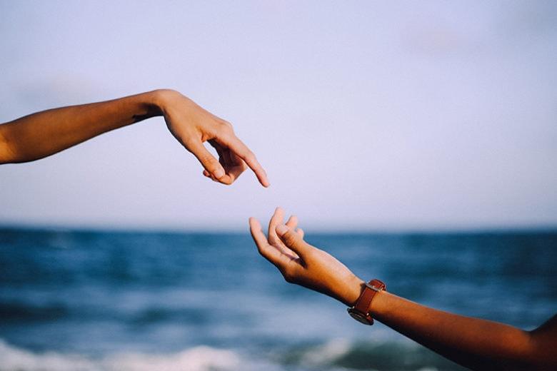 Flirt estivi: 7 segnali per capire se è solo un'avventura (oppure no)